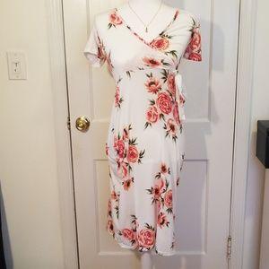 Dresses & Skirts - Floral White Dress